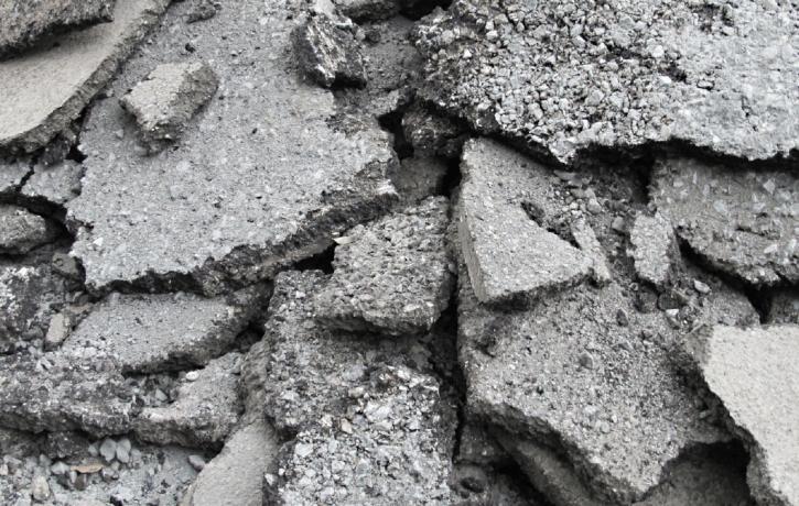アスファルト廃材を資源として再利用しています (9.4)